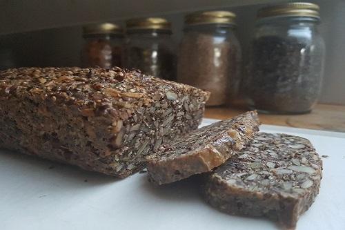 Stenalderbrød med hummus